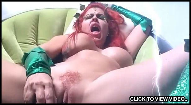 Big boob Poison Ivy using a dildo