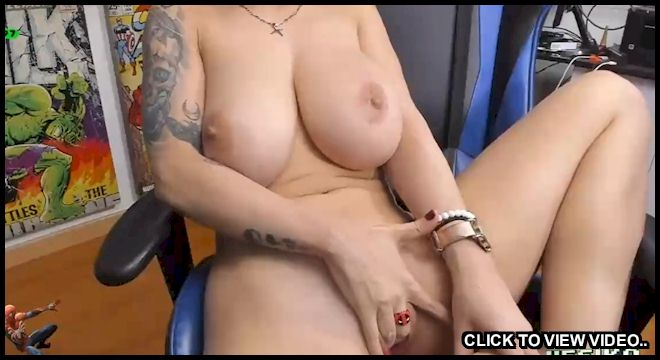 Busty cam girl on Twitch