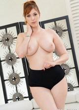 Hottie Loves To Undress