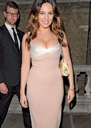 Kelly Brook Looks Shapely