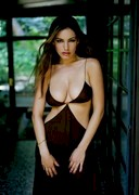 Kelly Brook's Super Cleavage