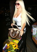 Courtney Stodden Buying Food