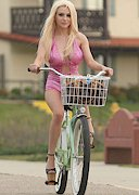 Courtney Stodden Falls Off a Bike