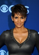 Halle Berry's Boobs in a Silver Dress!