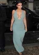 Kim Kardashian's Rainy Day Cleavage!