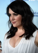 Melanie Lynskey's Cleavage Brings Togetherness!