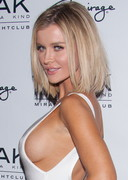 Joanna Krupa Sideboob at the Club!