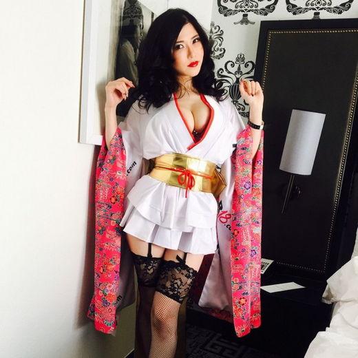 Anri Okita Sushi Show at the 2015 AEE with Hitomi Tanaka!