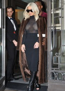 Kim Kardashian Cleavage Illusion Trick!