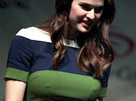 Alexandra Daddario Pokies at Wondercon!