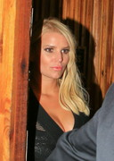 Jessica Simpson in Sexy Dress at a Nightclub!