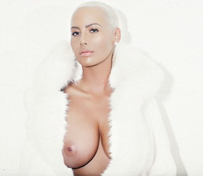 Amber Rose Posts Tit to Twitter!