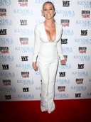 Kendra Wilkinson's Cleavage is On Top!